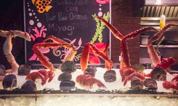 Tonys - bar - seafood-1-4